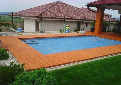 terasa okolo bazena